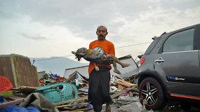 Galingos stichijos nuniokotoje Indonezijos Sulavesio saloje – apokaliptiniai vaizdai