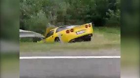 """Kelmės rajone nuo kelio nulėkė """"Chevrolet Corvette"""""""