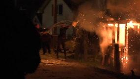 Radviliškyje degė du netoliese stovintys namai – įtariamas padegimas