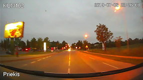 """Policija paviešino """"Mercedes Benz"""" gaudynių Kauno rajone vaizdo įrašą"""