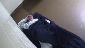 Nufilmuotas kalėjimo kameroje išgyventas košmaras: viena gimdžiusi moteris ieško teisybės