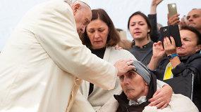 Vienos iš labiausiai jaudinančių vizito akimirkų: popiežius Pranciškus aplankė hospisą