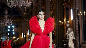 """Romoje pristatyta """"Giambattista Valli X H&M"""" kolekcija – ant podiumo žingsniavo ir Kendall Jenner"""