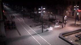Nufilmuota paskutinė fotosesija prie ledo skulptūros Laisvės alėjoje
