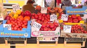 Daržovės turguje ir prekybos centre: kur pigiau?
