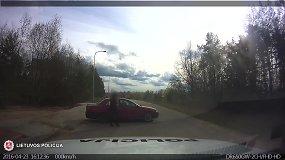 Nufilmuota: porelės ginčas automobilyje galėjo baigtis tragiškai