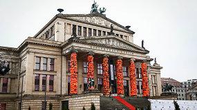 Tūkstančiai pabėgėlių gelbėjimosi liemenių tapo kolonų puošmena Berlyne