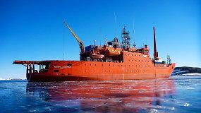 Prie Antarktidos ant seklumos užplaukė pagrindinis Australijos ledlaužis