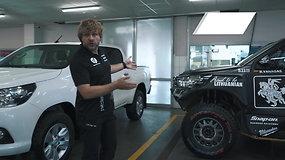"""Benediktas Vanagas palygino standartinį """"Toyota Hilux"""" su Dakaro bolidu"""