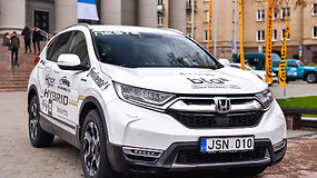 """Renkame """"Tautos automobilį 2020"""": kuo stebina Honda CR-V Hybrid?"""
