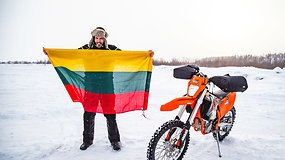 Karolio Mieliausko iššūkis pavyko: 6 motociklininkai ir UAZ pervažiavo užšalusį giliausią Baikalo ežerą