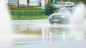 Ekstremalūs konkurso Lietuvos metų automobilis 2021 pretendentų bandymai ant šlapios dangos