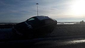 Penktadienio popietę greitkelyje Vilnius–Kaunas įvyko avarija