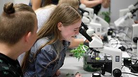 """""""Noriu pažinti"""": mokiniai pamatė slaptą augalų gyvenimą"""