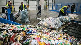"""Išrūšiuoti Lietuviški """"bambaliai"""" eksportuojami – virsta Rumunišku plastiku"""