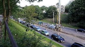 T.Narbuto gatvės dauboje prasidėjo valymo sistemos rekonstrukcija, kurią lydi automobilių spūstys