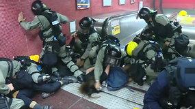 Honkongo metro – negailestingas policijos ir protestuotojų susirėmimas