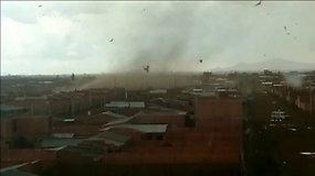 Bolivijoje siautėję tornadai plėšė namų stogus