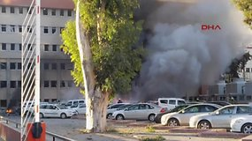 Turkijoje detonavus sprogmenų prikrautam automobiliui žuvo mažiausiai du žmonės