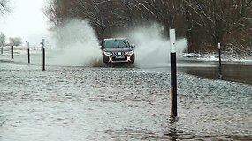Potvynių žemė – Rusnė: kaip apsemtą kelią įveikia vietiniai?