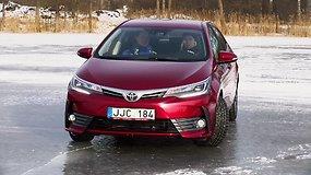 Vairavimo pamoka ant ledo: ką reiktų žinoti turint priekiniais ratais varomą automobilį?