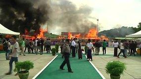 Mianmare ir Tailande sudeginti 1 mlrd. dolerių vertės konfiskuoti narkotikai