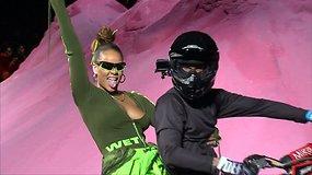 """""""Fenty x Puma"""" mados kolekcijos pristatymą vainikavo Rihannos pasirodymas ant motociklo"""