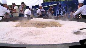 Uzbekistane iškeptas didžiausias pasaulyje plovas sveria 7360 kg