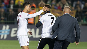 Sirgaliaus akibrokštas Vilniuje – išbėgęs į aikštę bandė nusifotografuoti su Cristiano Ronaldo