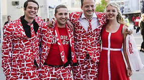 Išradingai pasipuošę Eurovizijos fanai plūdo į areną