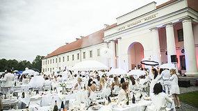 """Netikėtoje sostinės vietoje – šimtai """"Vakarienės baltai"""" dalyvių"""