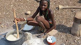Ekspedicija Afrika (II): lietuvio nuotykiai baltaodžio nemačiusioje gentyje ir ypatingos šukuosenos