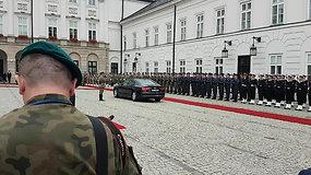 Gitanas Nausėda atvyksta į Lenkijos prezidento rūmus susitikti su Andrzejumi Duda