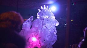 """Pakruojo dvare vyko ledo skulptūrų ir ugnies festivalis """"Ledo karalystė"""""""