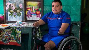 Per Salvadoro pilietinį karą visų galūnių netekęs Juanas įgyvendino savo svajonę