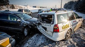 Į BMW avariją užsižiopsojęs vairuotojas sudaužė dar du automobilius