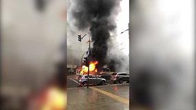 Praeivių užfiksuotas degantis troleibusas Kaune