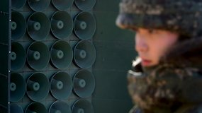 Šiaurės Korėja vėl girdi propagandos garsiakalbių transliacijas