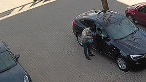 Kaune ieškomas vyras, apipylęs automobilį degiu skysčiu