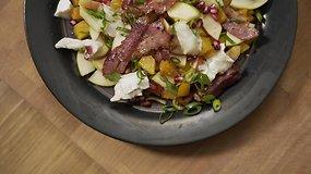 Receptas pietums ar vakarienei – moliūgų salotos su ožkos sūriu ir šonine