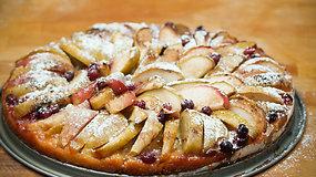 Labai paprastas, bet neapsakomai gardus obuolių pyragas
