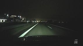 Vaizdo registratoriaus testas: važiavimas užmiestyje ir mieste naktį