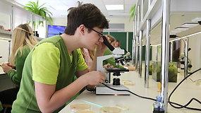 """""""Noriu pažinti"""": Juodšilių """"Šilo"""" gimnazijoje – pamoka apie mikrobus"""