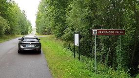 Automobiliu po Lietuvą: ant gravitacinės kalvos dedasi keisti dalykai
