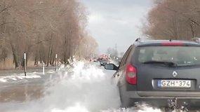 Vanduo jau apsėmė kelią Šilutė – Rusnė