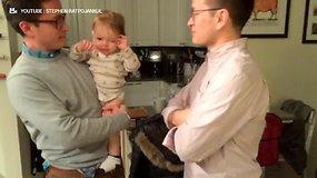 Mažylio reakcija į tėčio brolį dvynį prajuokino internautus