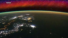 Nepaprasti vaizdai iš kosmoso: miestų šviesos ir žaibų blykstės