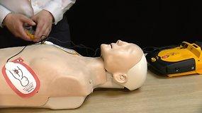Žmogaus gaivinimas: išmokite naudoti defibriliatorių
