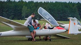 Paluknio padangę raižo sklandytuvai – pilotai aiškinasi, kuris geriausias
