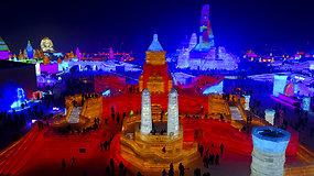 Turistai jau grožisi menininkų sukurta ledo karalyste Kinijoje